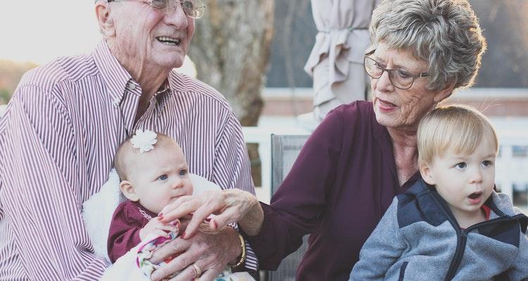 ¿Por qué y cuándo se celebra el Día de los Abuelos?