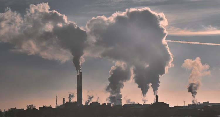Los gobiernos planean seguir produciendo combustibles fósiles en grandes cantidades, pese a sus compromisos en el Acuerdo de París